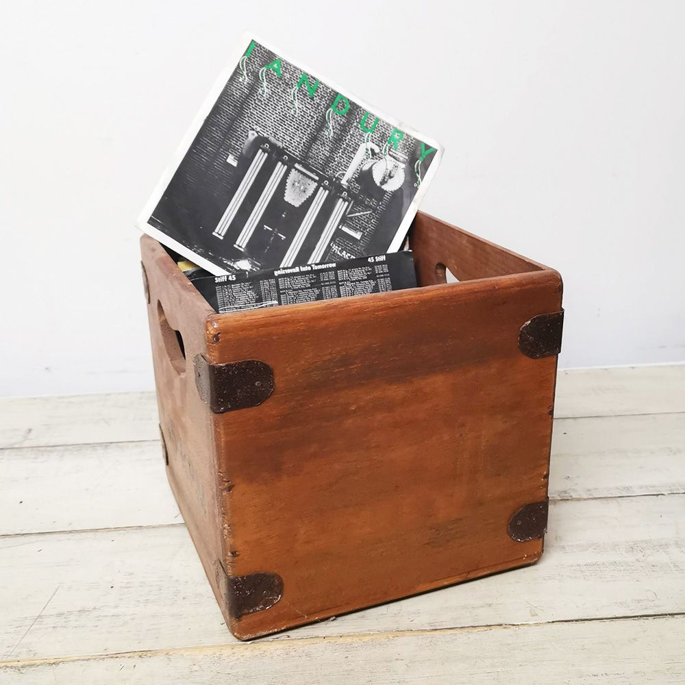 "Handcrafted 7 Inch Record Box Vintage Finish  ""220 Cube"""